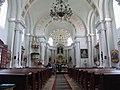 Rimokatolička crkva u Beodri - brod ka oltaru.jpg