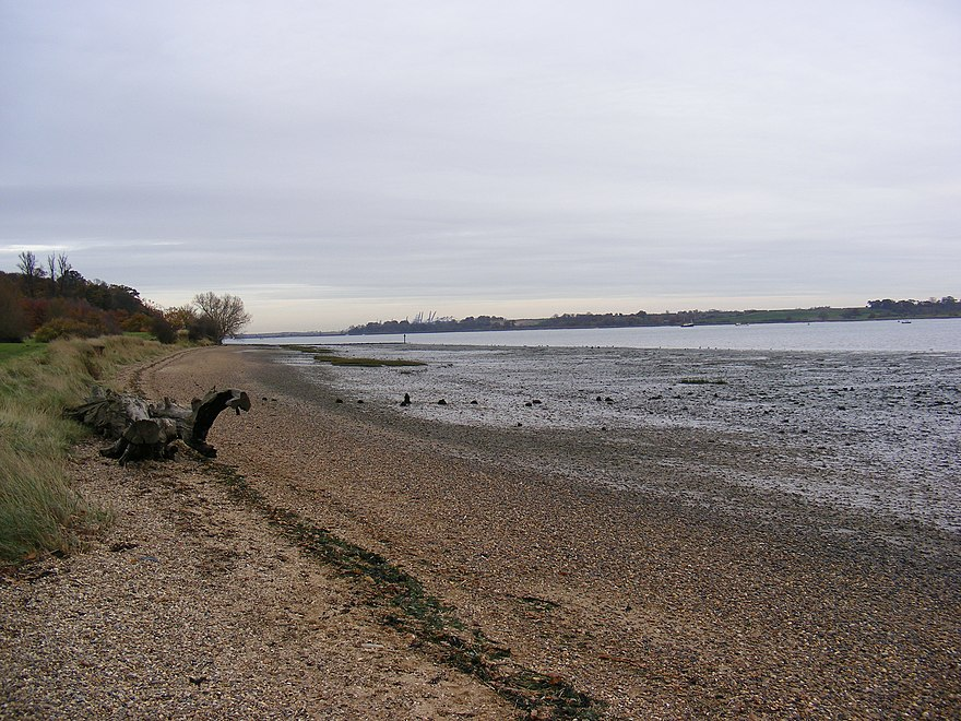 880px River Orwell Shore geograph