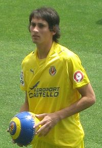 Flores during his presentation in Villarreal .