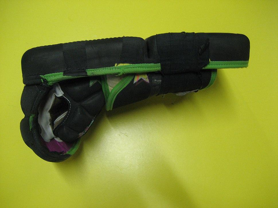 Roller-hockey-(Quad)-Goalie-Stick-Glove