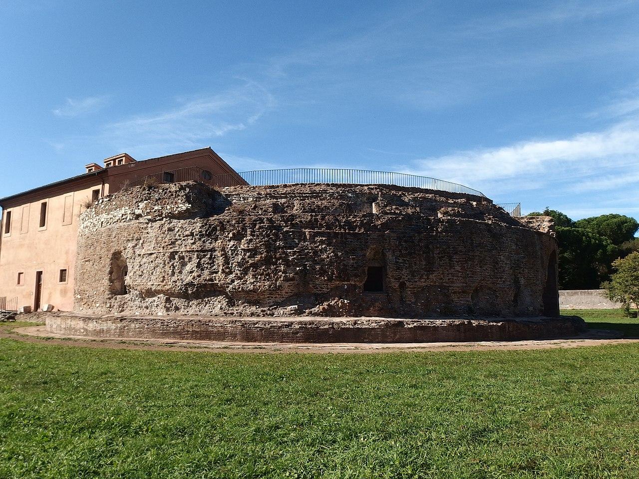 Roma, Circo di Massenzio, mausoleo (1).jpg