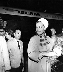 Romy Schneider all'aeroporto di Madrid-Barajas nel 1965