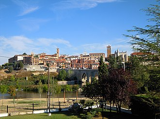 Tordesillas - Image: SP33 A View of Tordisillas Spain 21 09 2012