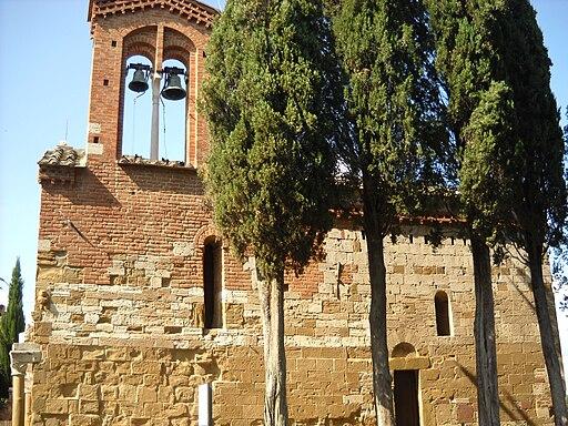 San Pietro in Villore a San Giovanni d'Asso, il fianco destro