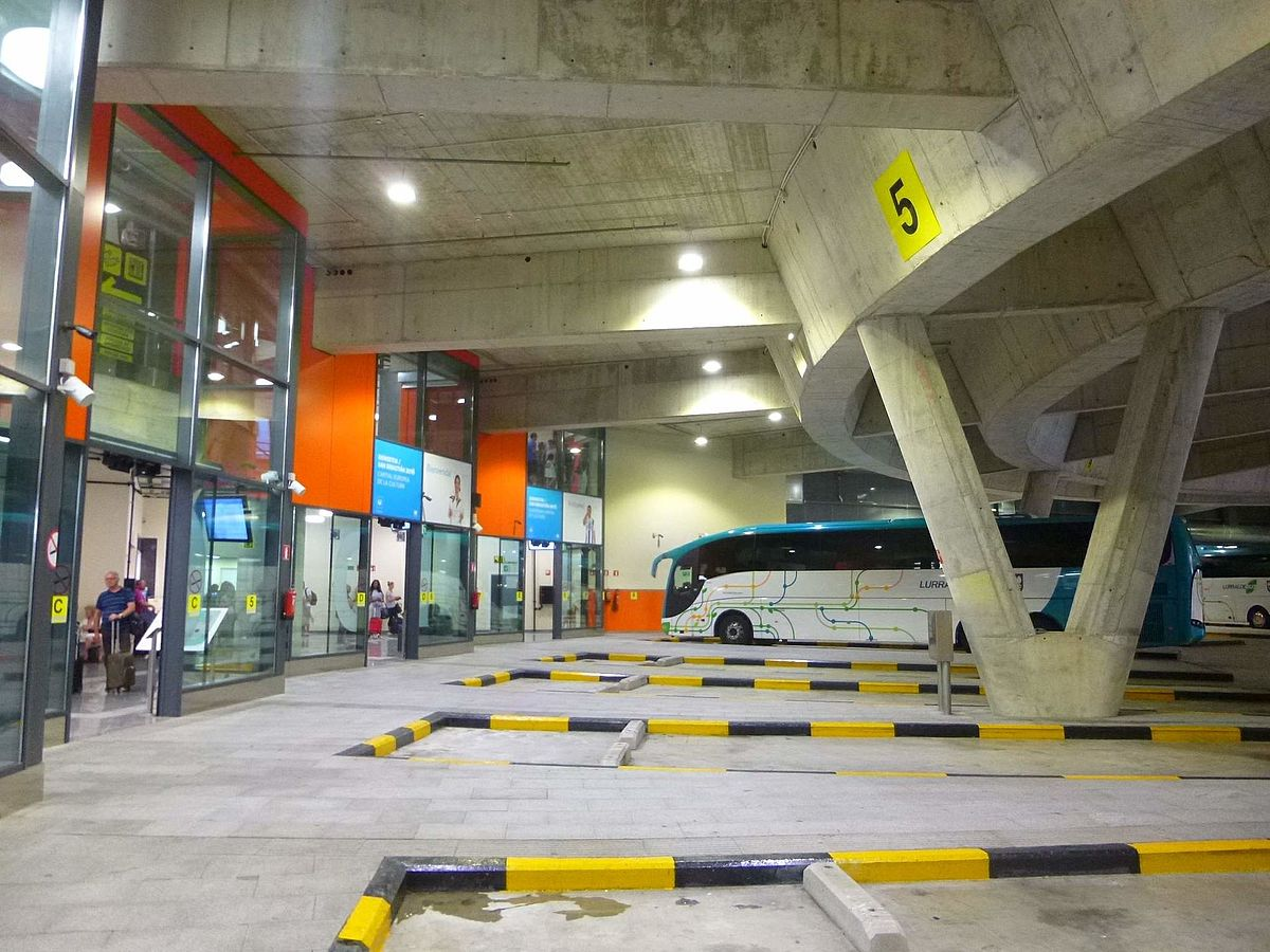 Estaci n de autobuses de san sebasti n for Oficina renfe pamplona