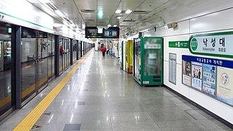 Nakseongdae station - Station platform in November 2018