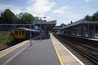 Sevenoaks railway station - The view from platform 3 at Sevenoaks, looking south towards Tonbridge with a Thameslink train operating on behalf of Southeastern