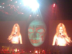 "Sale el Sol - Shakira performing ""Gordita"" during The Sun Comes Out World Tour."