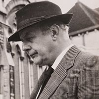 Sir John Betjeman (1906-1984).jpg