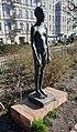 Skulptur Helmholtzplatz (Prenz) Stehendes Mädchen&Karin Gralki&20012.jpg