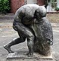 Skulptur Kissinger Str 54 (Schma) Sisyphos.jpg
