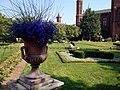 Smithsonian-haupt-garden-urn.jpg
