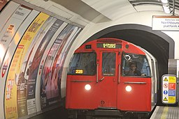 Southbound Bakerloo line train arriving Oxford Circus