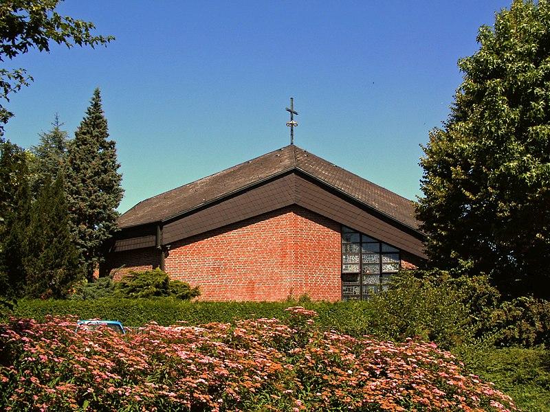 File:Springe Kirche Christ-König.JPG