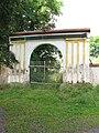 Střížkov (Struhařov), brána statku barona Villaniho.JPG