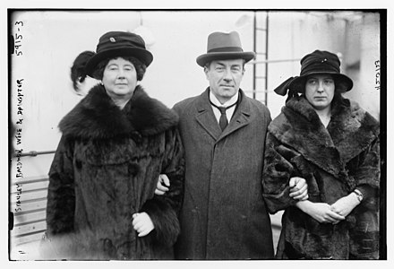 Baldwin photographed by the American press on board a ship, with his wife and daughter Stanley Baldwin, wife and daughter LCCN2014715581.jpg