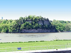Starved Rock Illinois on Illinois River.jpg