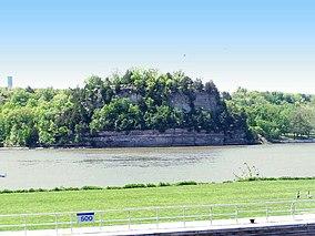 Starved Rock Illinois on Illinois River.jpg