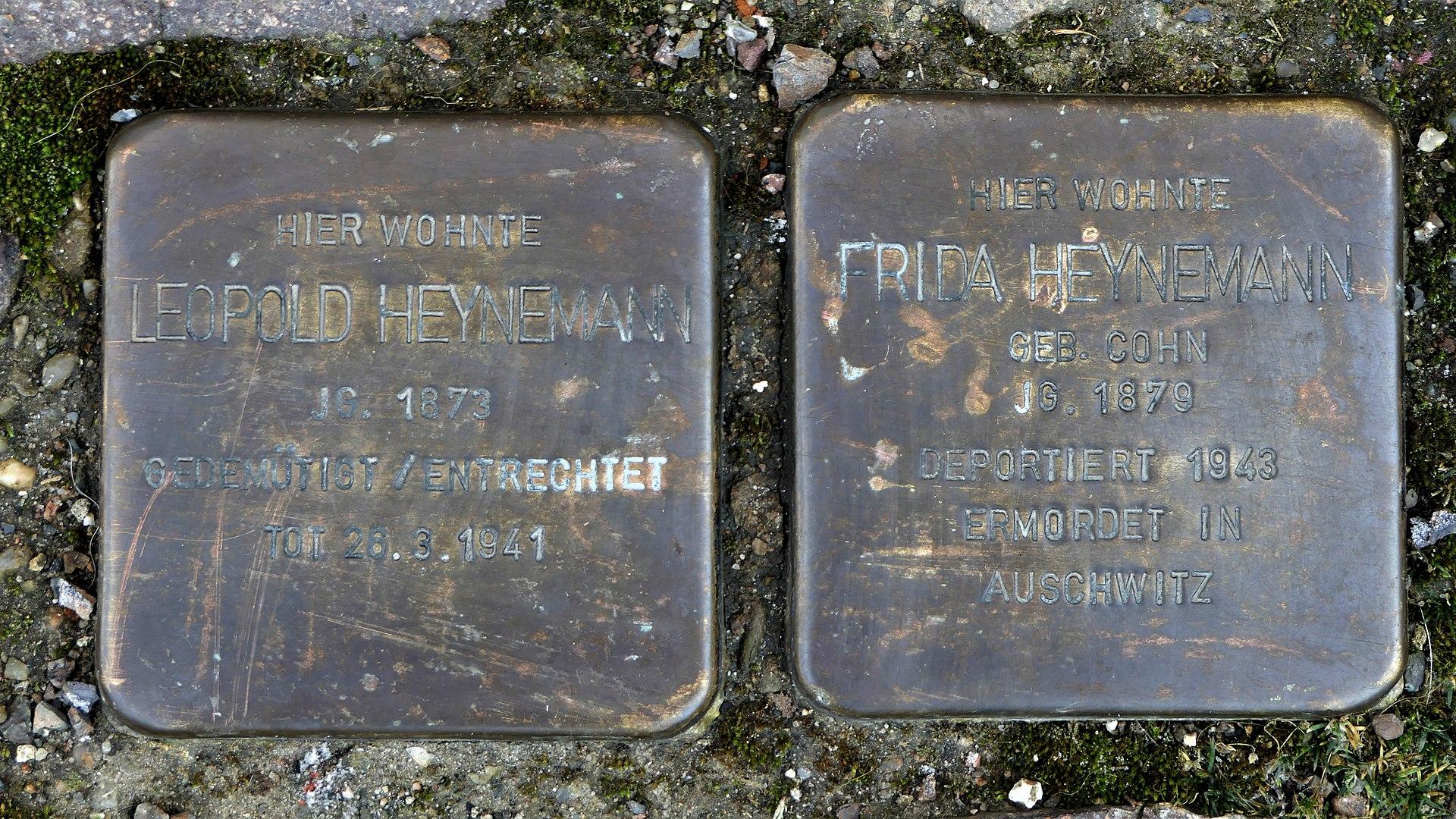 Stolpersteine für Familie Heynemann, Obermarkt 14, Döbeln.JPG