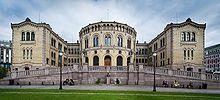 Stortinget, Oslo, Norvegio (altranĉita).jpg