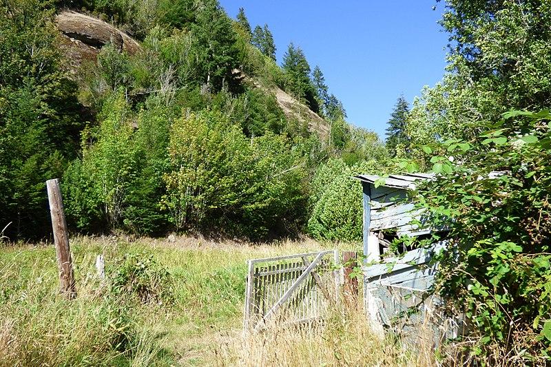 File:Structure up Tom Fool Creek - panoramio.jpg
