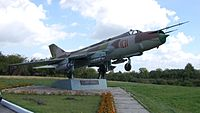 Sukhoi Su-17M Fitter monument at Glubokoe.jpg
