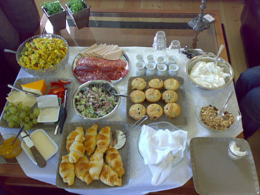https://upload.wikimedia.org/wikipedia/commons/thumb/d/d0/Sveas_brunch.jpg/375px-Sveas_brunch.jpg