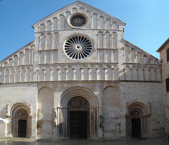http://upload.wikimedia.org/wikipedia/commons/thumb/d/d0/Sveta_Stosija_Zadar_front.jpg/556px-Sveta_Stosija_Zadar_front.jpg?uselang=ru