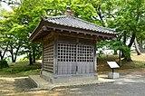 この覆屋の中に多賀城碑がある
