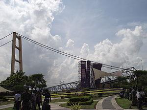 Kutai Kartanegara Bridge - Image: Tampak dari jalan utama