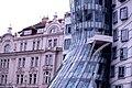 Tančící dům v Praze (32691753).jpg