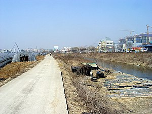 Tancheon - Image: Tancheon 01 Looking north from south of Jukjeon