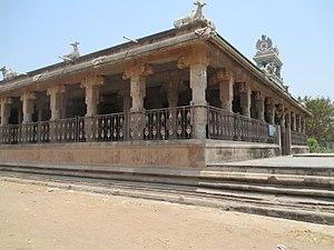 Kripapureeswarar temple - Image of the 100 pillared hall outside the main tower