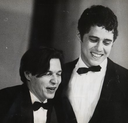Tom Jobim and Chico Buarque, leading names of bossa nova. Tom Jobim e Chico Buarque no Festival Internacional da Cancao (FIC).tif