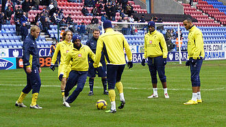 Eiður Guðjohnsen - Eiður Smári (furthest left) warming-up for Tottenham before an away match at Wigan Athletic, 21 February 2010
