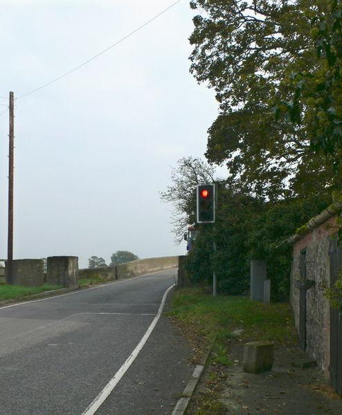 File:Traffic lights at Llandrinio bridge - geograph.org.uk - 583010.jpg