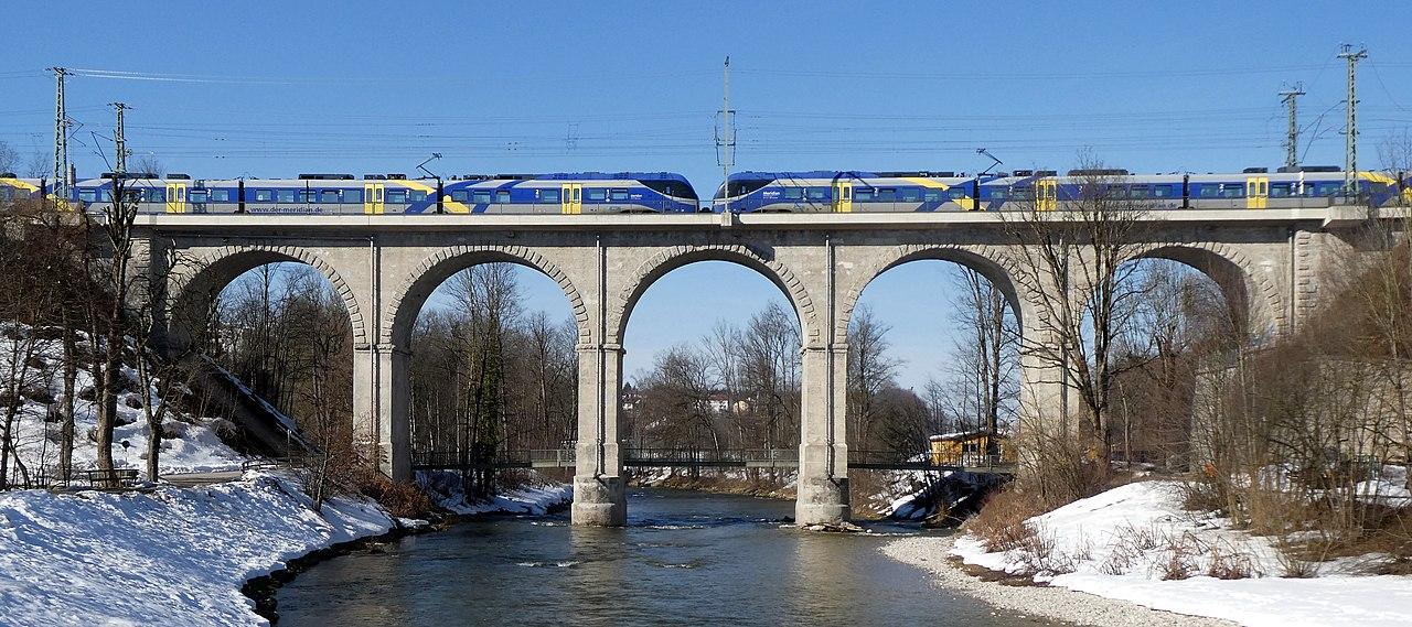 File:Traunstein, Bahnbrücke m Meridian-Zug, 2.jpeg ...