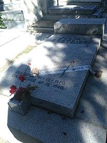 Tumba de Julián Besteiro, cementerio civil de Madrid.jpg