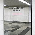 U1 Karlsplatz Kunst Factoid 15 Unterernährte.jpg