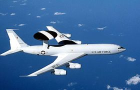 Boeing E-3 Sentry dell'USAF in volo
