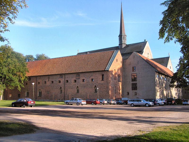 Vadstena medeltida kloster sett från norr, med nunnornas byggnader närmast. Tegelbyggnaden till vänster är det före detta kungapalatset.