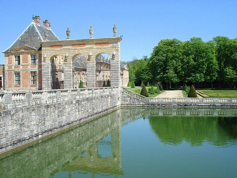 http://upload.wikimedia.org/wikipedia/commons/thumb/d/d0/Vaux-le-Vicomte_19.jpg/800px-Vaux-le-Vicomte_19.jpg