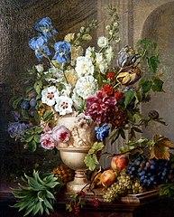 Bloemen in een albasten vaas en vruchten op een marmeren blad