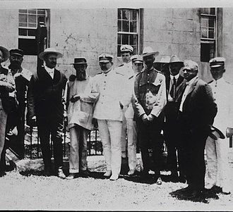 Walter Wyman - Wyman, Brother Joseph Dutton and others at Father Damien's grave, 1905