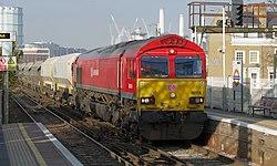Wandsworth Road railway station MMB 11 66118.jpg