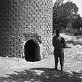Wejście do minaretu Zodion. Przed wejściem napotkany mieszkaniec wsi - Daulatabad - 001680n.jpg
