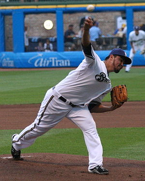 English: Yovani Gallardo pitches a game at Mil...