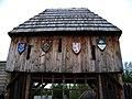 Řepora, východní brána, znaky.jpg
