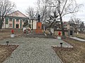 Братська могила радянських воїнів, пам'ятний знак полеглим воїнам-землякам у селі Вишневе.jpg