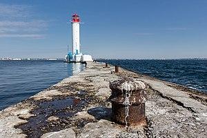 Воронцовский маяк в Одесской гавани.jpg